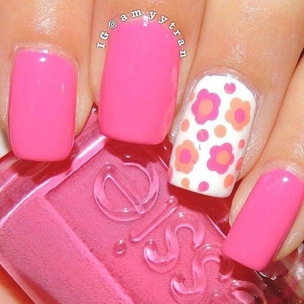 Nail rose et fleuri