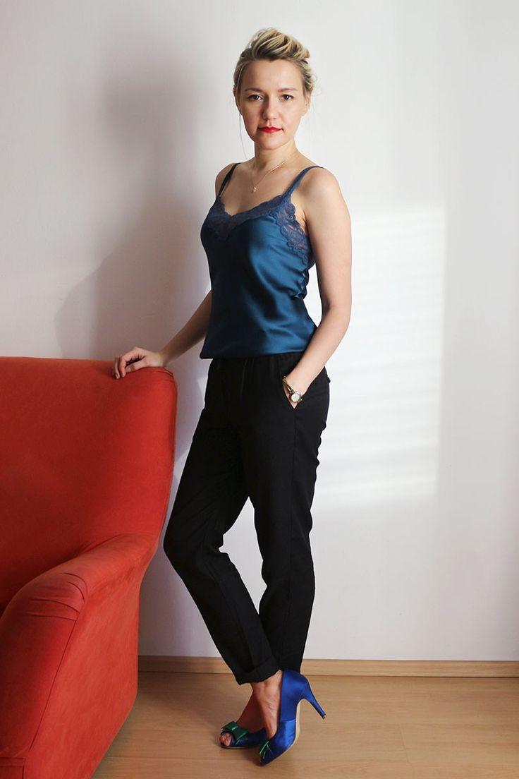 Wearnissage  шелковый топ Intimissimi,   черные брюки Promod и сатиновые туфли часы Anne Klein #праздничныйнаряд #новогоднийнаряд  #наряд #бельевой стиль #мода #стилист silk camisol Intimissimi and black slouchy pans Promod watch Anne Klein #style #fashion #minimalism #минимализ