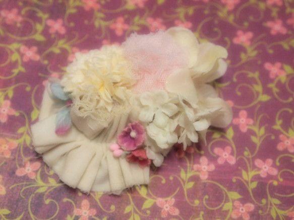 造花やチュールを組み合わせたバレッタです。|ハンドメイド、手作り、手仕事品の通販・販売・購入ならCreema。