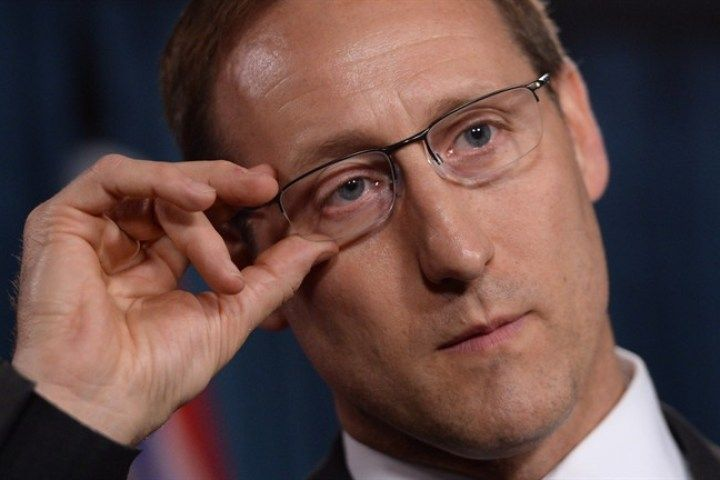 Peter MacKay thanks moms for changing diapers, dads for shaping minds
