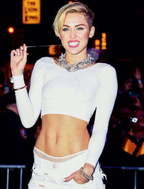 pretty sure she's more in shape than most of the people hating on her about the VMA performance