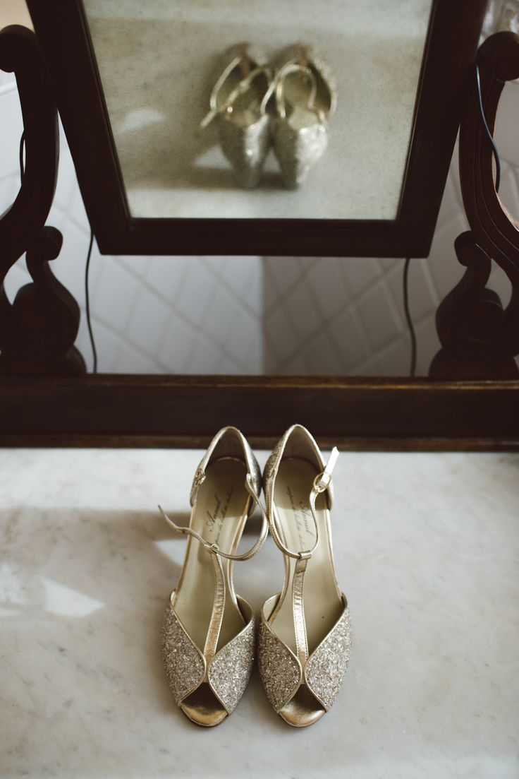 botanical wedding in italy - wedding photography - intimate wedding - bride - anniel shoes