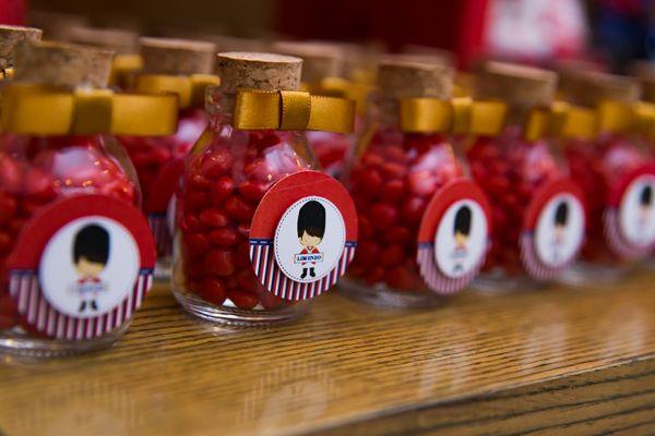 O primeiro ano do Lorenzo foi comemorado com uma festa linda no tema soldadinho de chumbo. A decoração com inspiração londrina foi assinada pela Jazz Asses