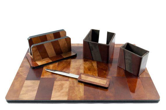 Set da scrivania in vero cuoio Collezione di TheHeartofJulie #office #desk #deskset #leather #trueleather #handmade #handmadeinitaly #italy #italianstyle #ufficio #scrivania #verocuoio #cuoio #lusso #luxury #luxus #lussuoso