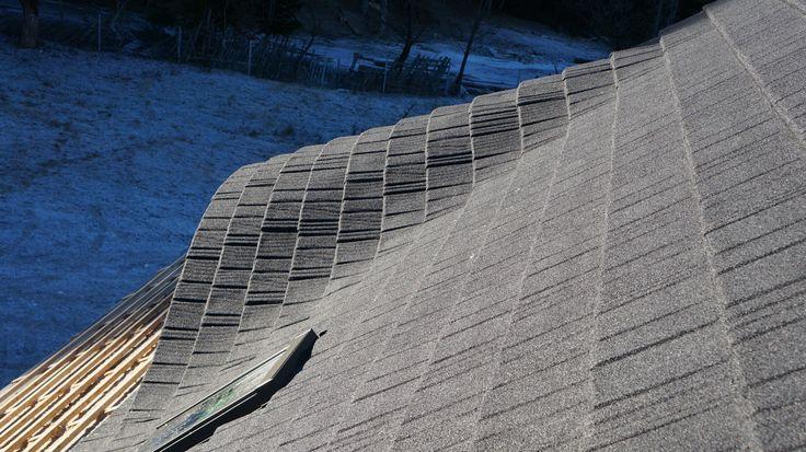 Cel mai recent acoperis, montat in aceasta saptamana :)  Acoperis Decra Stratos pe lucarna rotunda la Putna, Suceava   Mai multe despre #TiglaMetalica #DecraStratos vizitati siteul nostru: http://www.decra.ro/produse/decra-stratos.aspx