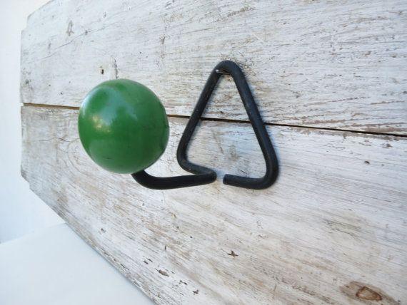 Große französische atomare Mitte Jahrhundert Kleiderhaken / Hut, Peg-Rack. Leuchtend grüne Kugel. Diese retro Kleiderhaken ist ein muss für jeden
