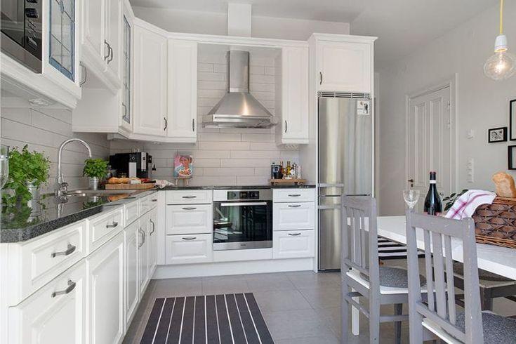Г-образная кухня площадью 14 кв. метров в скандинавском стиле