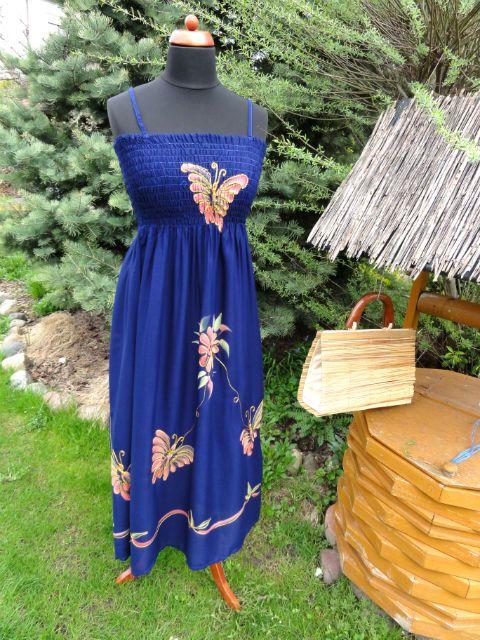 Zwiewna granatowa sukienka z motylem uniwersalna. Bardzo zwiewna i idealna na upały.