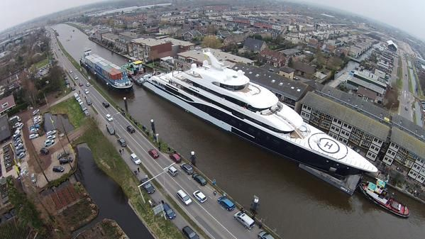 Biggest Luxury Mega Yacht Ever Build in the Netherlands! 101,5 meters. 6 stores high, a big swimmingpool and 12 Jaccuzi's