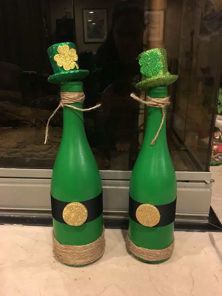 St. Patrick's Day decor. Wine bottle craft.