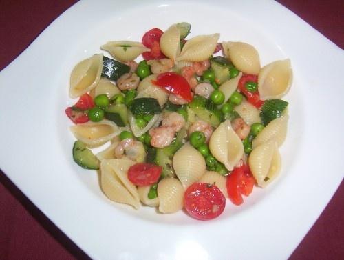 """PASTA FREDDA  -  """"CONCHIGLIE""""  CON GAMBERETTI, ZUCCHINE E PISELLI pasta fredda,insalata di pasta,conchiglie,gamberetti,zucchine,piselli,piatto unico,primo piatto,pomodorini"""