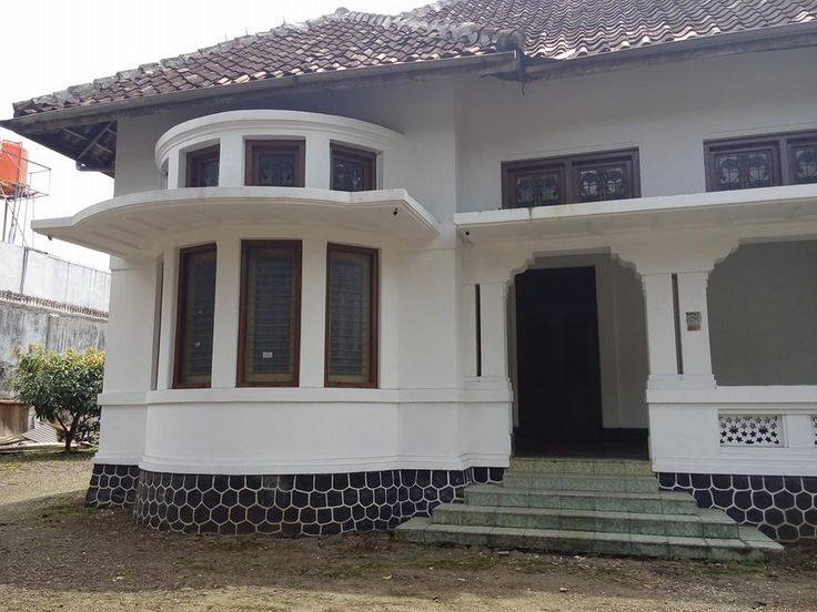 One of the old houses being renovated in Pasirkaliki, Bandung