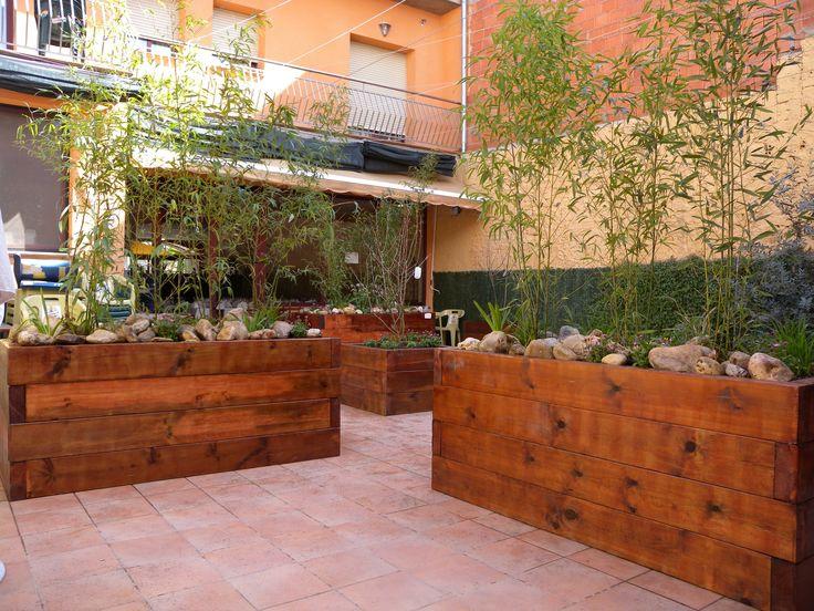 16 best images about peque os jardines entradas - Traviesas de madera ...
