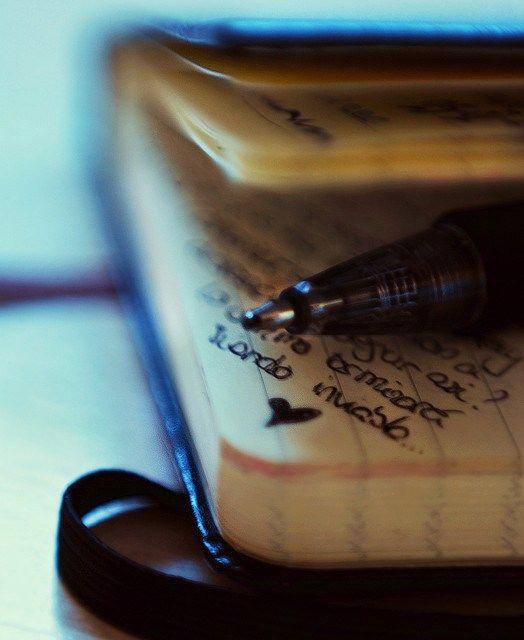 Comecei a escrever pela mesma razão que muitas outras pessoas: gostar, mas gostar de escrever não é sinônimo de ser um escritor e muito menos um escritor de sucesso. Gostar de escrever significa estar aberto a novas experiências, novas vivências, acertar, errar, tentar de novo. Tornar-se escritor é uma tarefa Continue lendo »