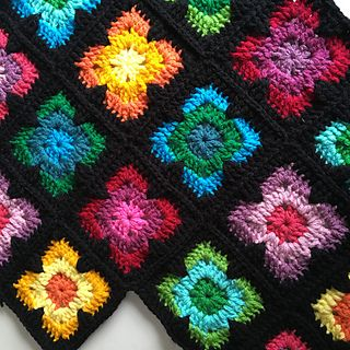 This square can be made with any yarn you like to make baby blankets, cushions, potholders, bags, anything that needs a solid square :)