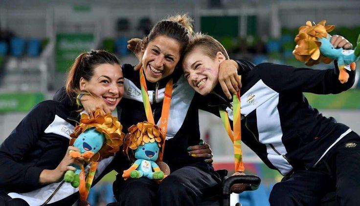 Il bronzo olimpico di Loredana Trigilia con le sue compagne di squadra