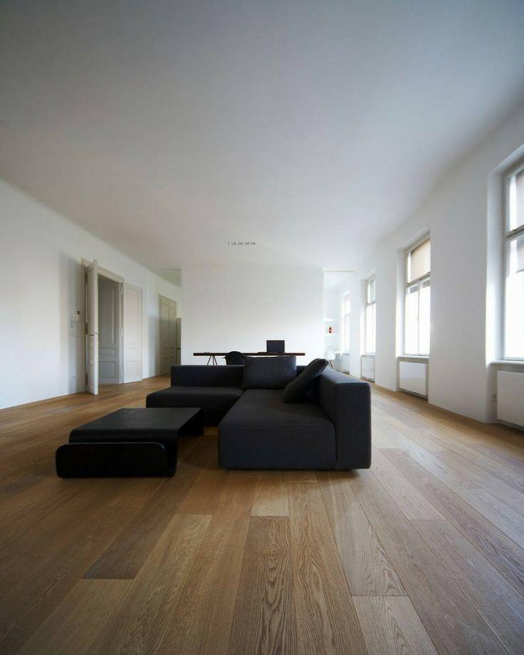 salotto moderno parquet, divano nero ad angolo