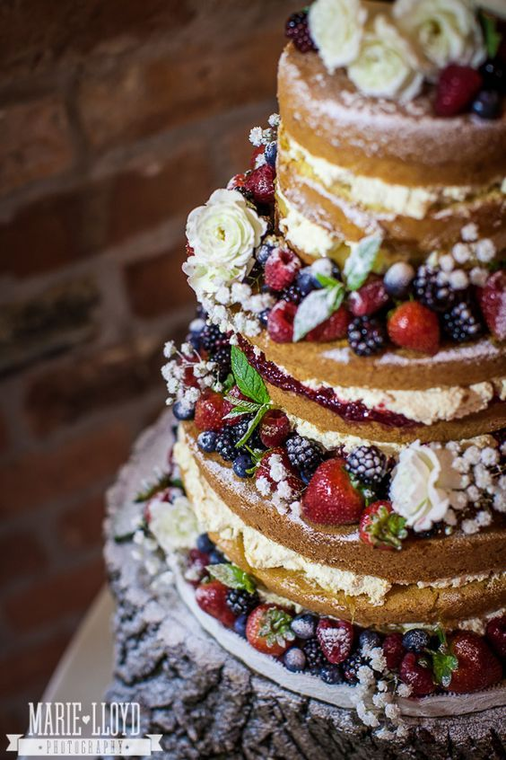 7 Top Tips for Creating an Unforgettable DIY Wedding Cake