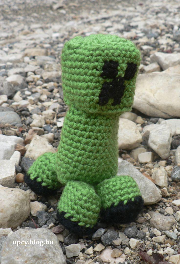 Crochet Creeper, tutorial: Nerdigurumi. Horgolt Creeper.  minecraft_crochet02.JPG