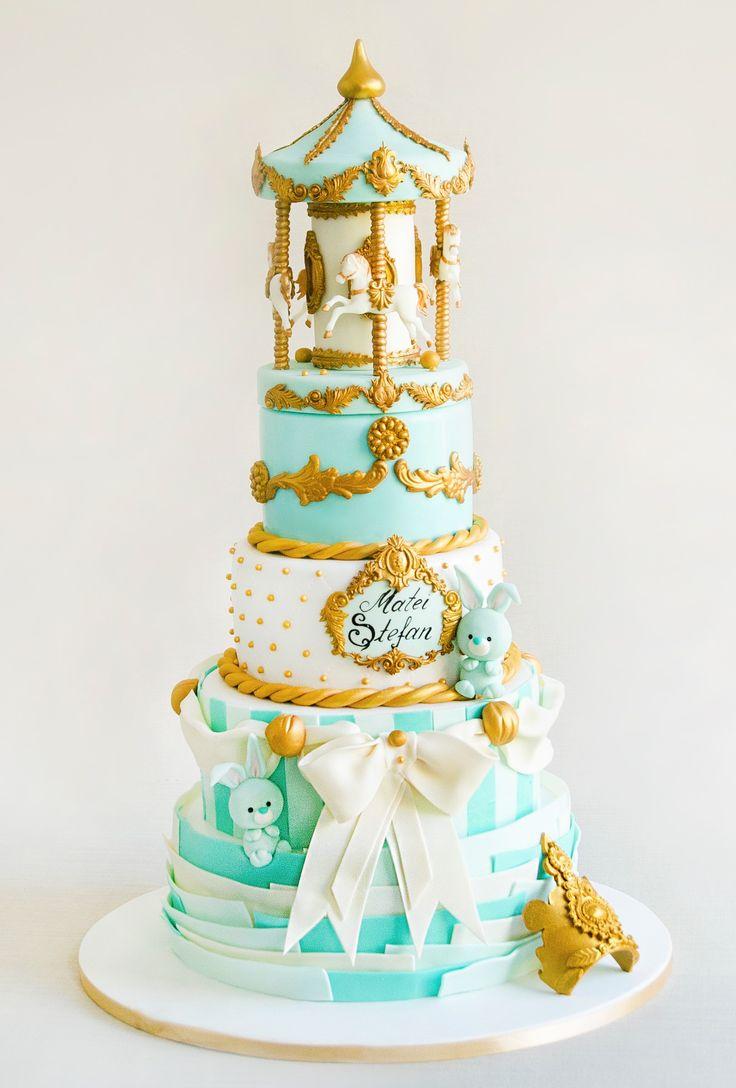 Caruselul copilariei este un tort creat cu mult drag pentru un baietel drag noua, Tudor Stefan, care a avut parte de o petrecere a botezului unde eleganta a fost pe primul plan.  Tortul se poate realiza pentru minim 2 etaje (6 kilograme).