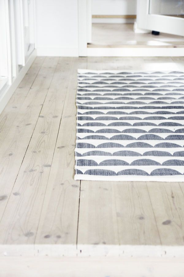 Tapis sur parquet blanchi | rug and parquet