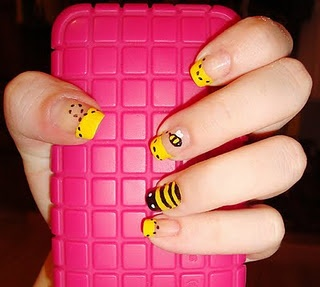 i know this isnt makeup BUT i like these nails and this girl has a cute blog wish i had nails like this!