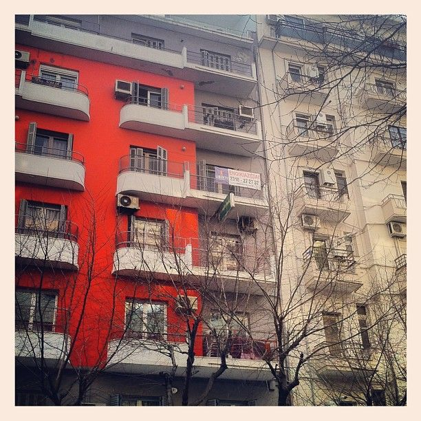 Beautiful apartment buildings of the city center. (Walking Thessaloniki, Route 04 - Galerius)