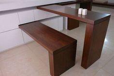 raumsparende idee für kleine Küchen mit drehebaren Esstisch und Holzsitzbank