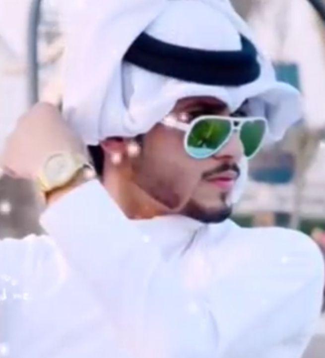رمزيات شباب في زي الخليجي رمزيات شباب In 2021 Mirrored Sunglasses Men Mirrored Sunglasses Mens Sunglasses