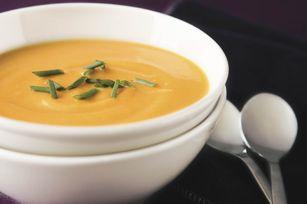 Soupe aux patates douces et à l'ail grillés