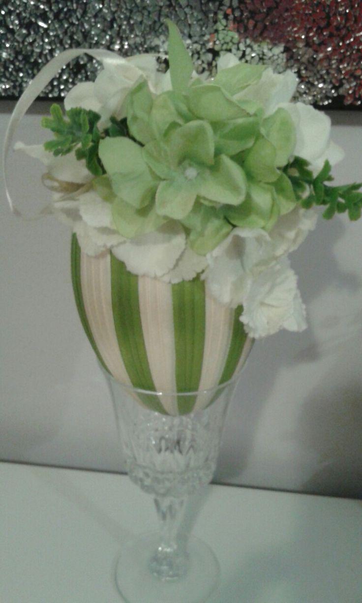 Jajko ze wstążek z kwiatkami