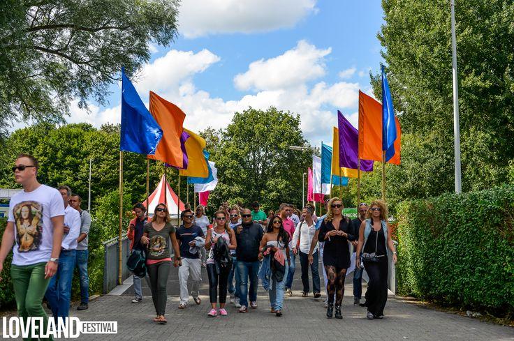 Bamboe vlaggenmasten @ Loveland Festival
