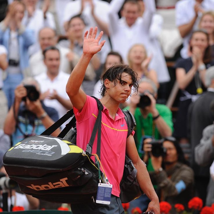 2009: The King falls… After an incredible year in 2008 (Two Grand Slam titles, gold medal at the Olympics and the Davis Cup), Rafael Nadal is defeated at Roland-Garros by Robin Söderling in the 4th round. 2009 : Le roi chute...Après une année 2008 incroyable (2 Grand-Chelem, l'or Olympique et une Coupe Davis) Rafael Nadal est tenu en échec par Robin Söderling au 4e tour. Photo Corinne Dubreuil