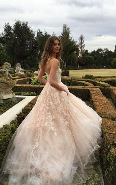 Wedding dress idea; Featured: Monique Lhuillier