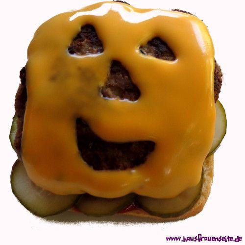 Halloween-Burger unsere Halloweenburger kann man natürlich mit jeder Art Burger, bzw Frikadelle machen, aber ich habe hier ein Rezept mit Paniermehl statt altbackenem Brötchen