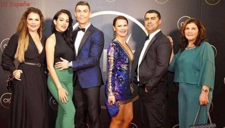 Cristiano Ronaldo reúne a toda su familia para rendirse homenaje a sí mismo