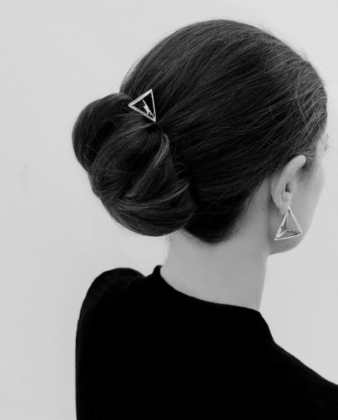 Precious prismatic details adorning your hair <3 #prisms #geometries #hairaccessory #glamour