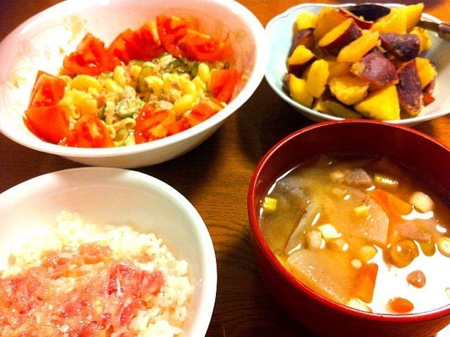 さつまいもはもう少し煮崩れした方が美味しいな~♪( ´▽`) 全体的に味付けは上手くいったかも! - 4件のもぐもぐ - ネギトロ丼、豚汁、マカロニサラダ、さつまいもとりんごのレモン煮 by nnatsumi