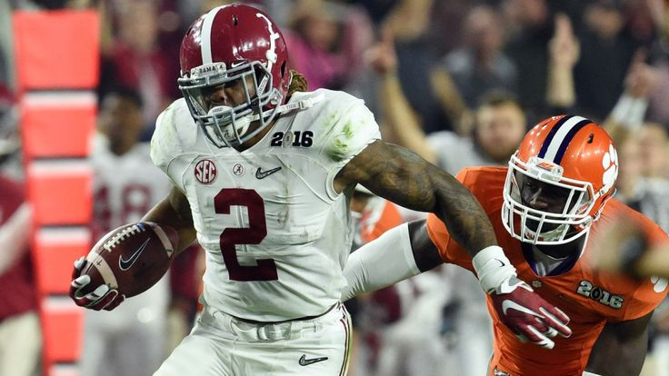 NFL experts notice the eerie similarities between Derrick Henry and Von Miller's physical stats.