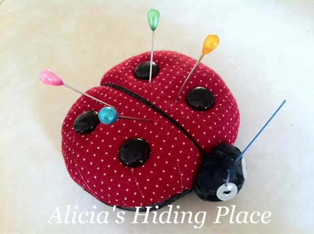 Alicia's hiding place:Lady bug pincushion tutorial