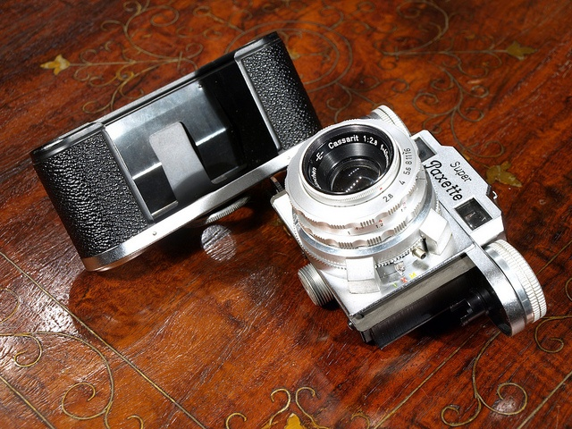 Braun Super Paxette II by Laszlo_Gerencser, via Flickr http://cameraclasic.blogspot.com