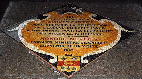 35 - 3 juin 2009 Saint-Malo Cathédrale Intérieur Plaque commémorative du départ de Jacques Cartier
