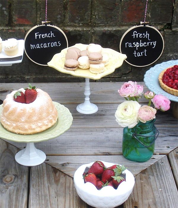 chalkboard embroidery hoop signs - absolutely adorable!