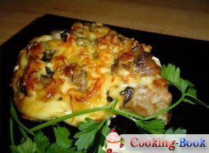 Рецепт: Свиные отбивные, запеченные с сыром и грибами