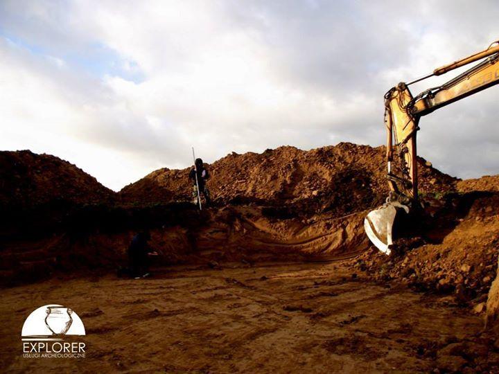 Nadzór archeologiczny nad wykopem pod fundament siłowni wiatrowej (wiatraka).