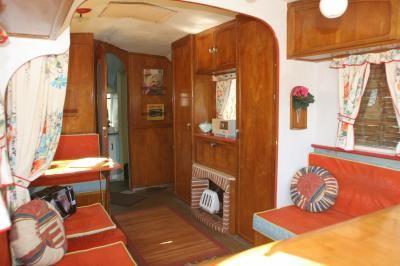 les 489 meilleures images propos de caravanes relook es sur pinterest volkswagen van vw et bus. Black Bedroom Furniture Sets. Home Design Ideas