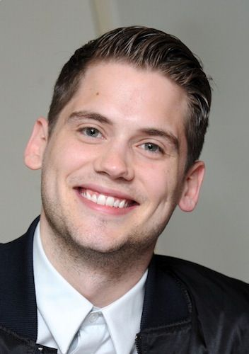 Tony Oller.. HE'S FROM AS THE BELL RINGS I REMEMBER THAT SHOW!!