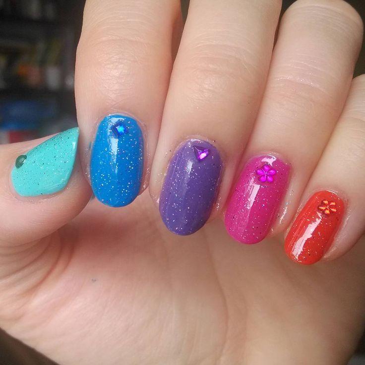 Zobacz na Instagramie zdjęcie użytkownika @paznokcie_jgd •  Rainbow nailart, tęczowe paznokcie.
