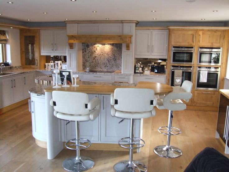 This striking bespoke island features plenty of worktop and storage space, along side a preparation sink, and high level seating. the contrasting materials provides texture and ensures the island is the centre-piece of the room. #Bespoke #Loxley #Shaker #Island #Oak #Farrow&Ball #Seating #BreakfastBar #Neff #Appliances