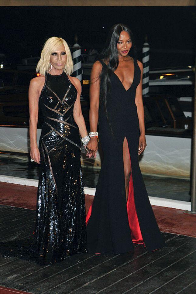 Донателла Версаче и Наоми Кэмпбелл в Custom Atelier Versace на премьере фильма о…